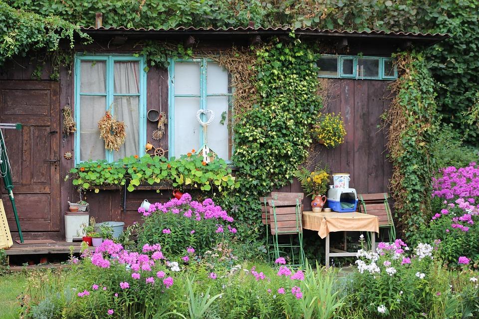 chata na zahradě