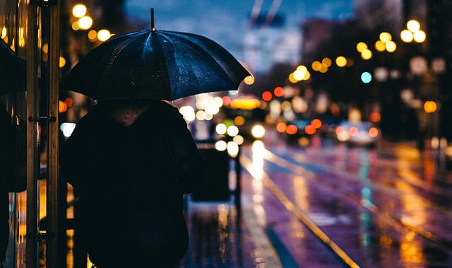 člověk s deštníkem
