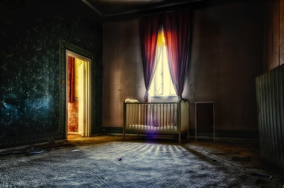 tmavá místnost